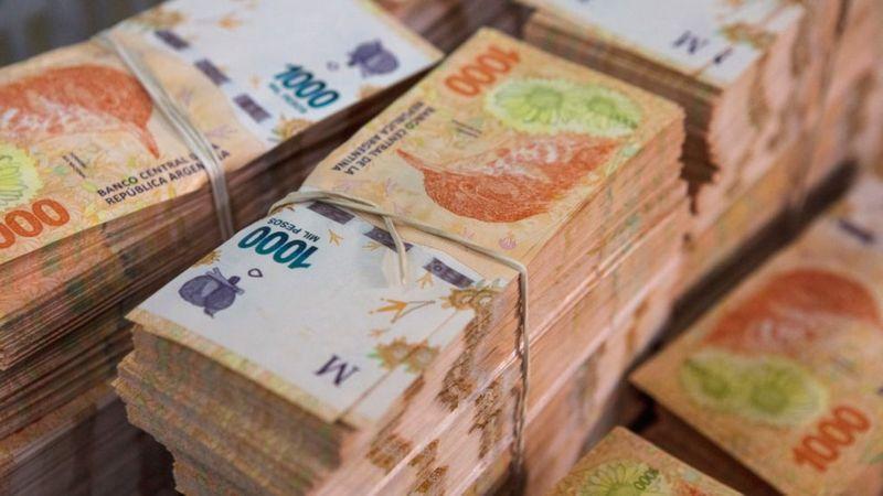 """Dolarización en Argentina: el país """"debería deshacerse de su peso y ponerlo en un museo"""", dice el economista Steve Hanke"""